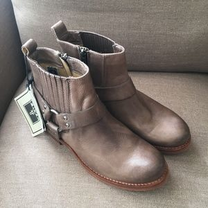 Frye Veronica Harness Ankle Boot Taupe  Gray 7.5